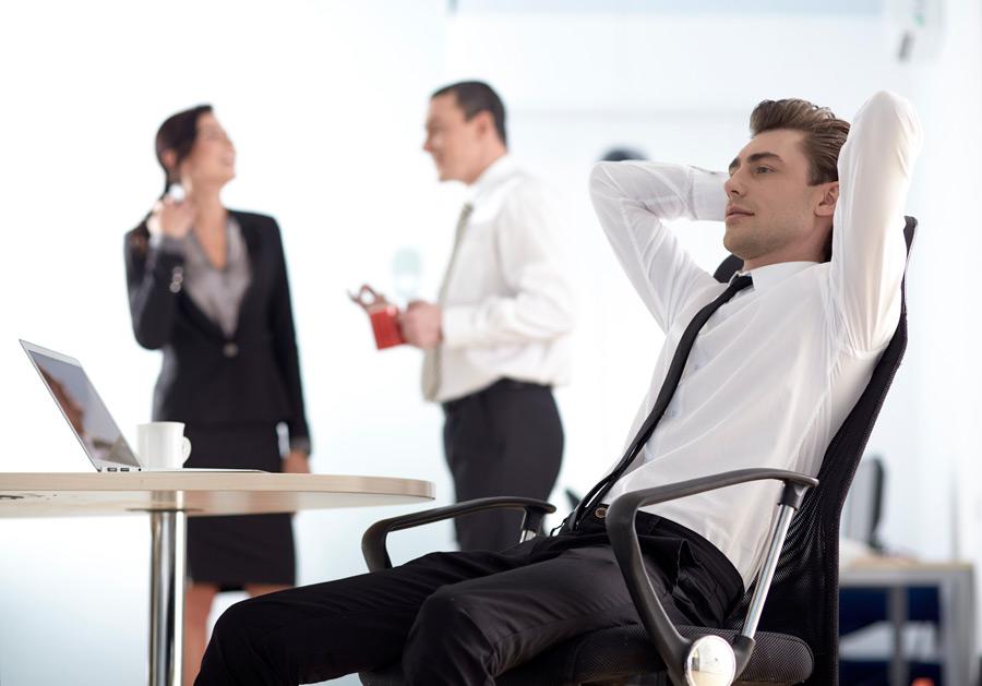 フリー写真 休憩中の外国のビジネスマン