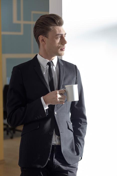 フリー写真 コーヒーを飲んでいる外国のビジネスマン