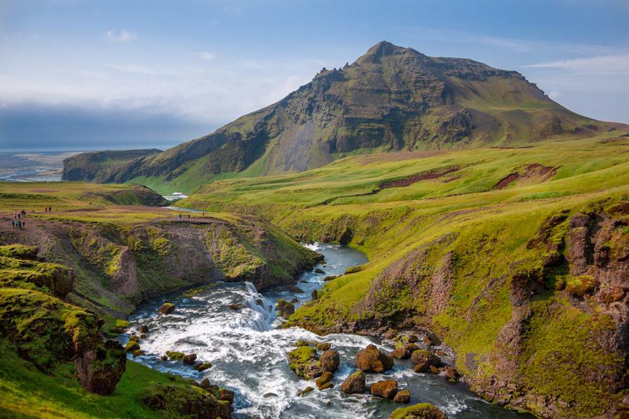 フリー写真 アイスランドの山と川の風景