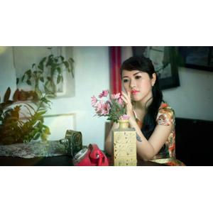 フリー写真, 人物, 女性, アジア人女性, 人と花, 花瓶