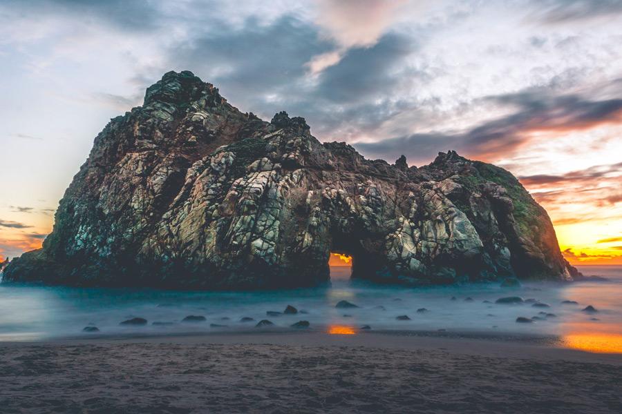 フリー写真 ファイファービーチの岩の風景