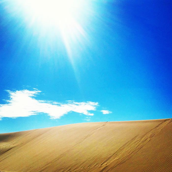 フリー写真 青空と砂丘の風景