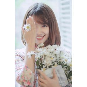 フリー写真, 人物, 女性, アジア人女性, 女性(00129), ベトナム人, 人と花, 花束, 白色の花, 目を覆う