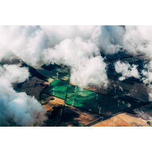 フリー写真, 風景, 機械, 風力発電機, 再生可能エネルギー, 発電, 雲, 畑, 雲