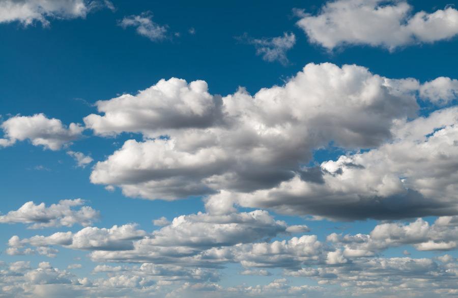 フリー写真 雲の多い空の風景
