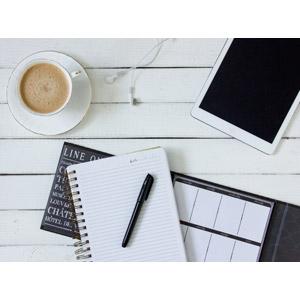 フリー写真, 飲み物(飲料), コーヒー, コーヒカップ, パソコン(PC), タブレットPC, ノート, マジック, イヤホン(イヤフォン)
