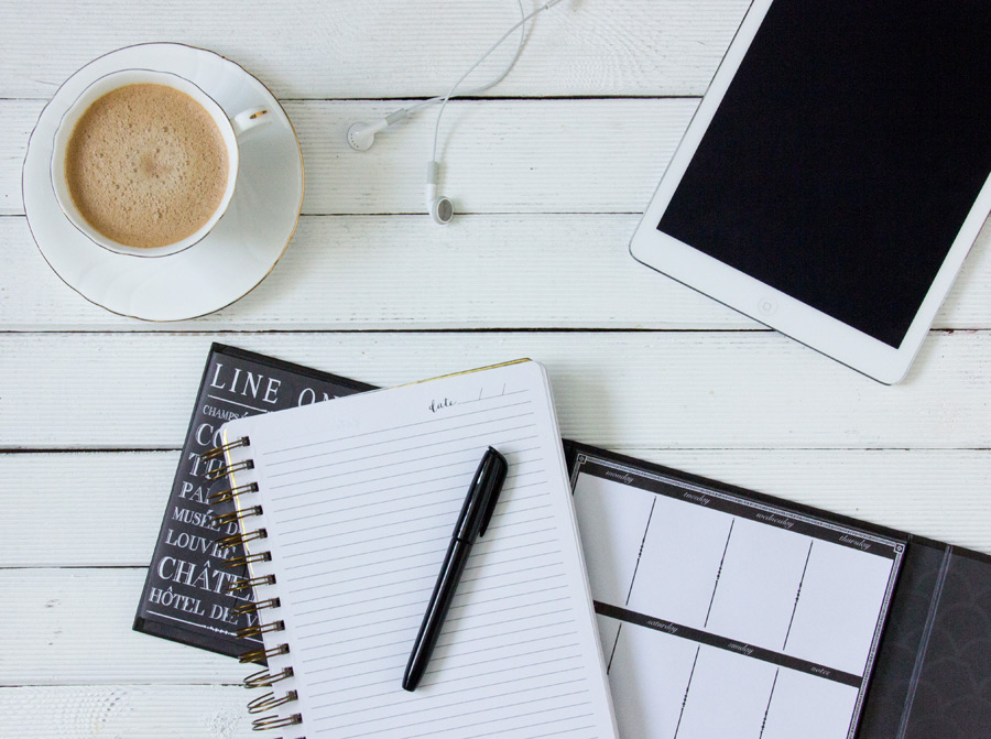 フリー写真 コーヒーとタブレットPCとノート