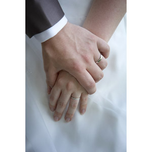 フリー写真, 人体, 手, 手を取る, 結婚式(ブライダル), 花婿(新郎), 花嫁(新婦), 結婚指輪, 愛(ラブ)