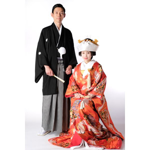 フリー写真, 人物, カップル, 花婿(新郎), 花嫁(新婦), 結婚式(ブライダル), 男性(00137), 女性(00138), 和服, 紋付羽織袴, 着物, 二人