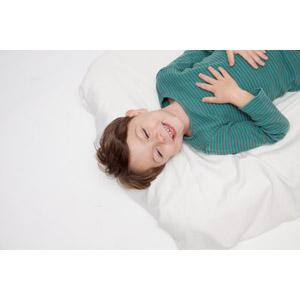 フリー写真, 人物, 子供, 男の子, 外国の男の子, 男の子(00073), 寝る(寝顔), 寝転ぶ, 仰向け