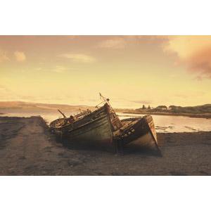 フリー写真, 風景, 船, 座礁船(放置船), 夕暮れ(夕方)