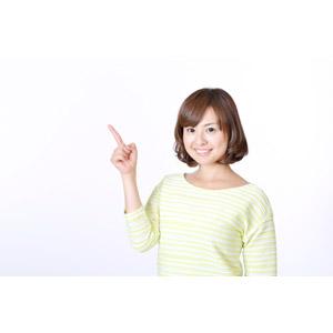 フリー写真, 人物, 女性, アジア人女性, 日本人, 女性(00086), 指差す, 左上を指す, 白背景