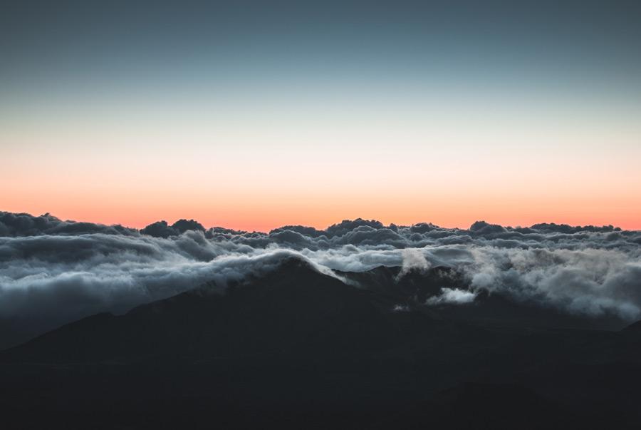 フリー写真 朝焼けと山にかかる雲海