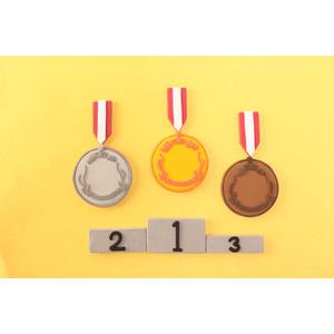フリー写真, メダル, 金メダル, 勲章, 賞, 金(ゴールド), 一位(優勝), 銀メダル, 銅メダル, 二位, 三位, オリンピック, 表彰台