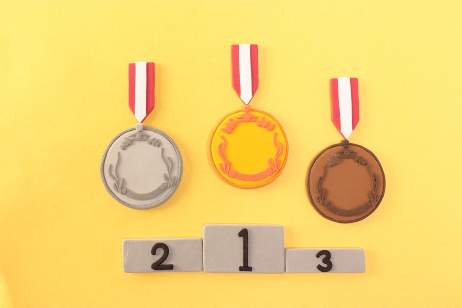フリー写真 金銀銅メダルと表彰台