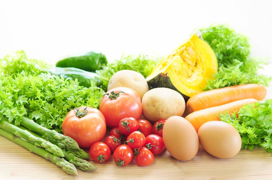 フリー写真 様々な野菜と生卵