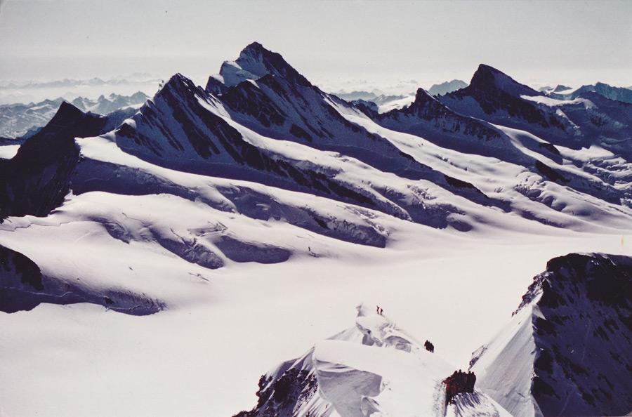 フリー写真 雪に覆われるアルプス山脈の風景