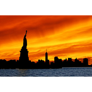 フリー写真, 風景, 建造物, 建築物, 彫像, モニュメント, 自由の女神像, 世界遺産, アメリカの風景, ニューヨーク, 高層ビル, 都市, 街並み(町並み), 街並み(シルエット), 夕暮れ(夕方), 夕焼け