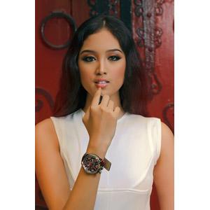 フリー写真, 人物, 女性, アジア人女性, フィリピン人, 口紅, 化粧品(コスメ), 腕時計