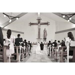 フリー写真, 人物, 花婿(新郎), 花嫁(新婦), 結婚式(ブライダル), 後ろ姿, 教会(聖堂)