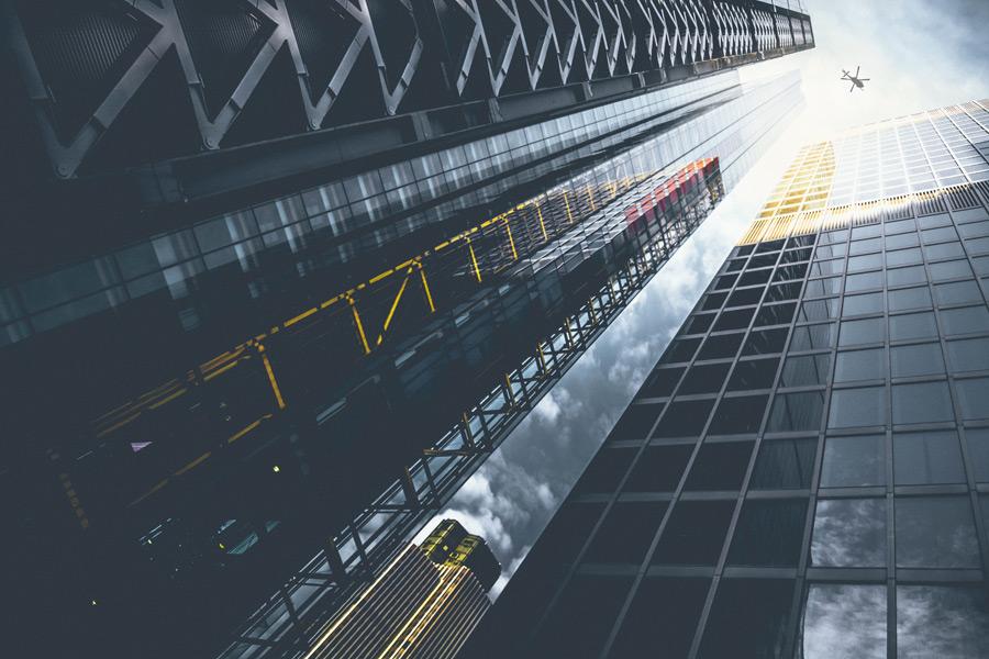 フリー写真 ロンドンの高層ビルとヘリコプター