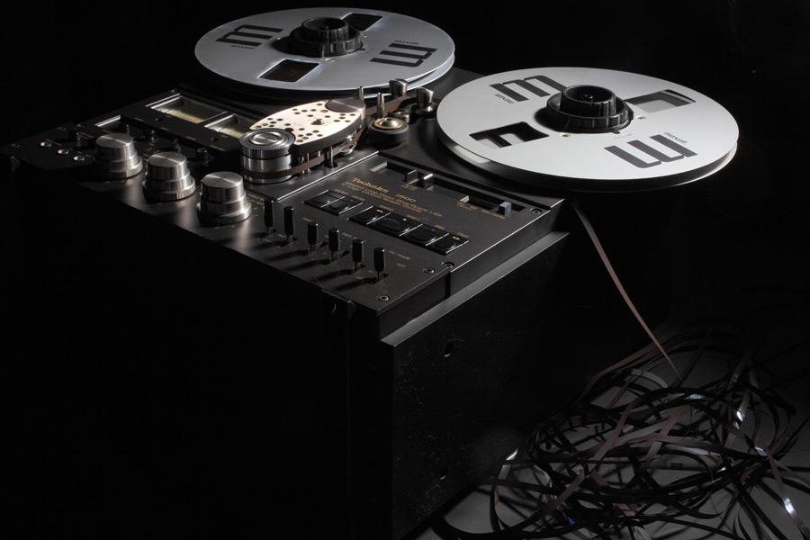 フリー写真 昔のテープレコーダー