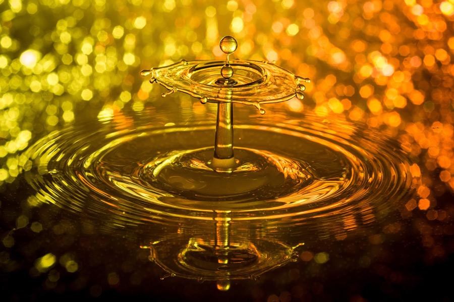 フリー写真 水滴と波紋と水の傘