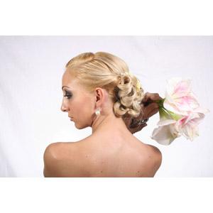 フリー写真, 人物, 女性, 外国人女性, 人と花, 背中, 後ろ姿, 横顔, 金髪(ブロンド)