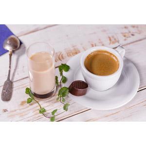 フリー写真, 飲み物(飲料), コーヒー(珈琲), コーヒーカップ, チョコレート