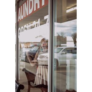 フリー写真, 人物, 女性, 外国人女性, 窓辺, 眺める, 金髪(ブロンド)
