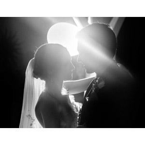 フリー写真, 人物, カップル, 花婿(新郎), 花嫁(新婦), 二人, 結婚式(ブライダル), 向かい合う, 愛(ラブ), モノクロ