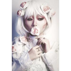 フリー写真, 人物, 女性, アジア人女性, ベトナム人, 女性(00152), コスプレ, 人と花, 薔薇(バラ)