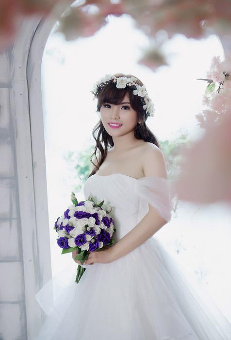 フリー写真 ブーケを持った花嫁