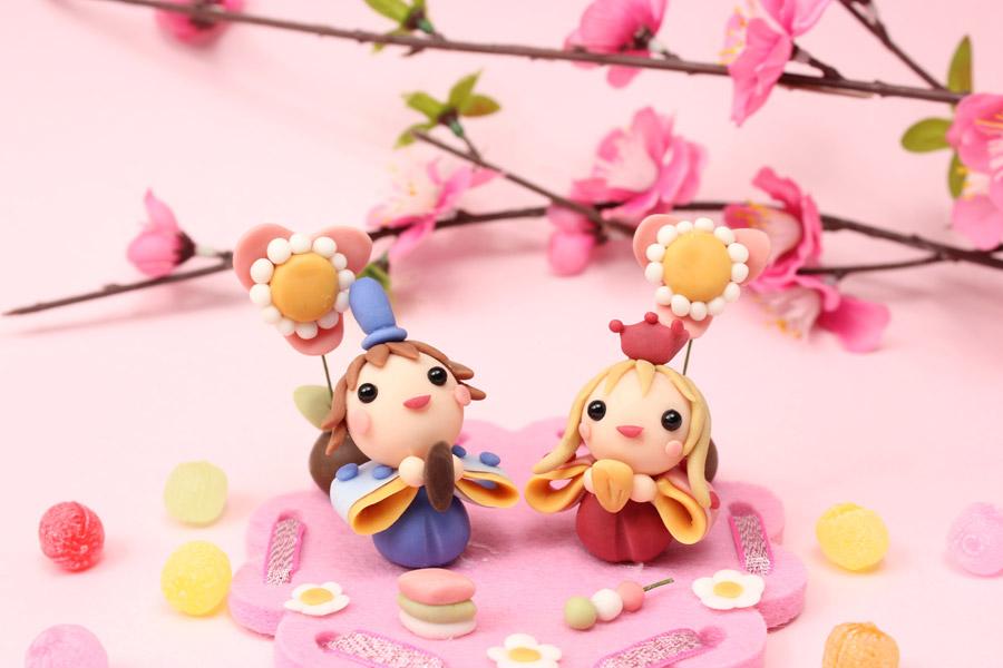 フリー写真 桃の花とかわいいひな人形