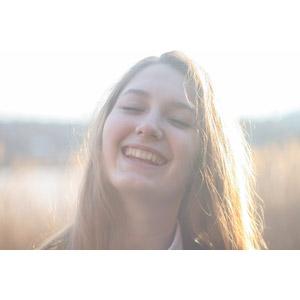 フリー写真, 人物, 女性, 外国人女性, 顔, ウクライナ人, 笑う(笑顔), 目を閉じる, 金髪(ブロンド)