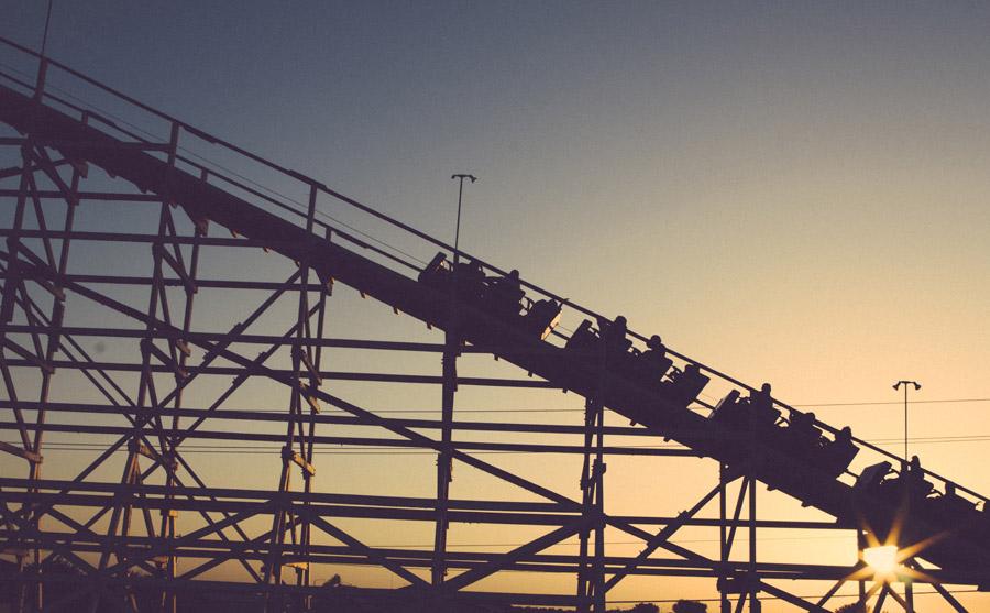 フリー写真 夕日とジェットコースター