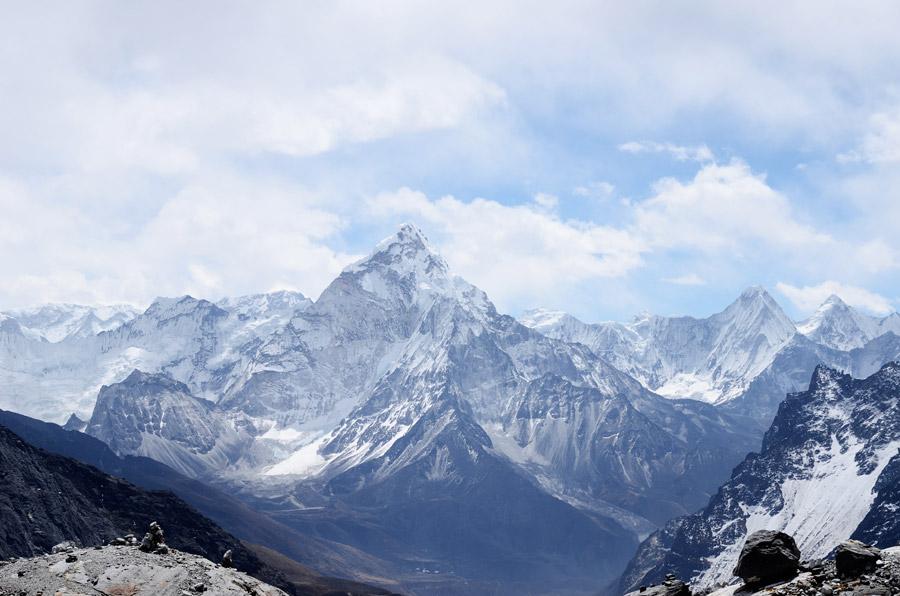 フリー写真 ヒマラヤ山脈のアマ・ダブラムの風景