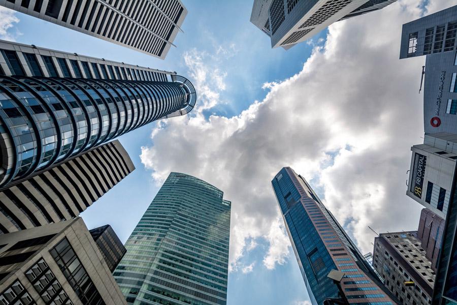 フリー写真 シンガポールの高層ビルと空