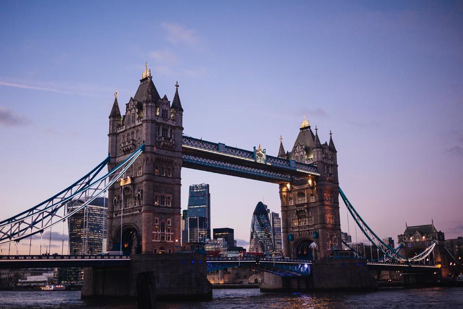 フリー写真 夕暮れのタワーブリッジの風景