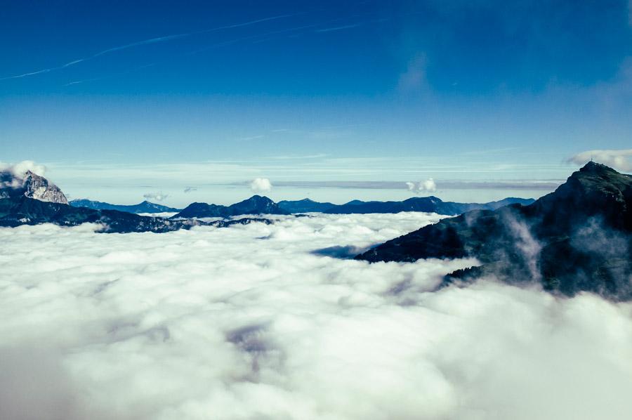 フリー写真 山と雲の絨毯の風景