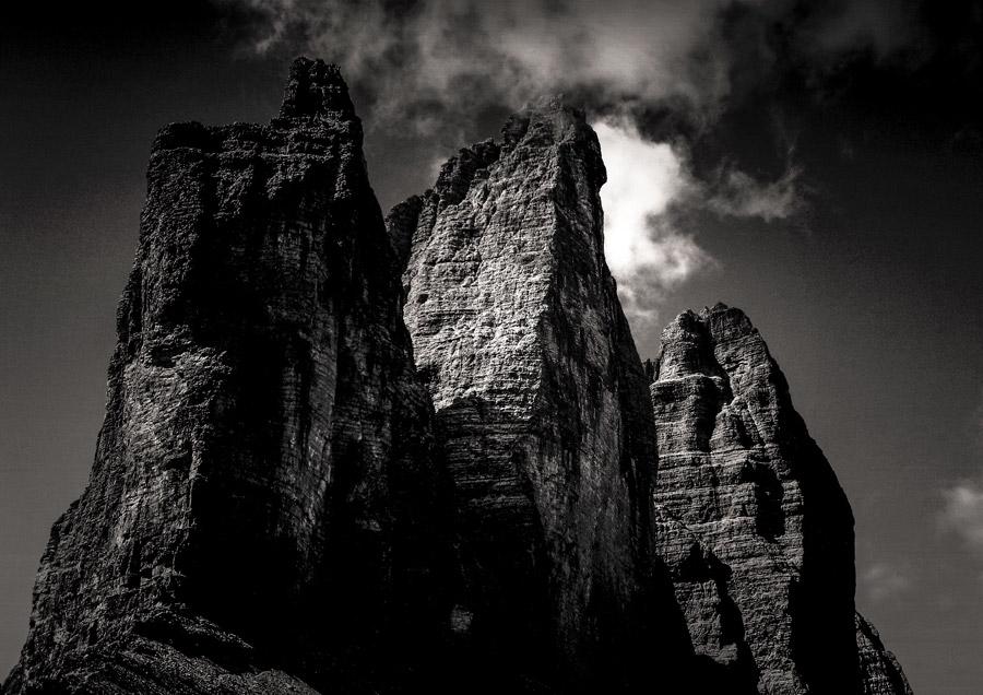 フリー写真 トレ・チーメ・ディ・ラヴァレードの岩山の風景