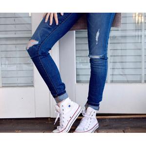 フリー写真, 人体, 足, 脚, ジーンズ(ジーパン), 靴(シューズ), スニーカー