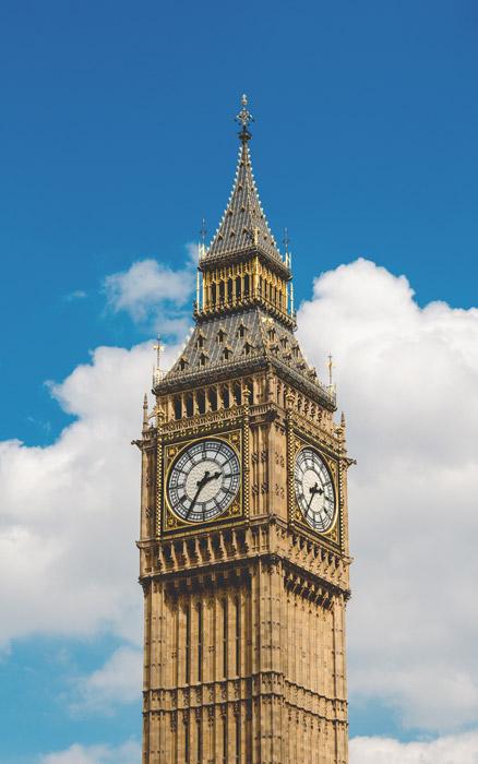 フリー写真 青空とエリザベス・タワーの風景