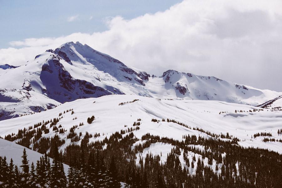 フリー写真 ウィスラーの雪に覆われた山の風景