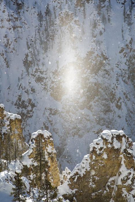 フリー写真 雪と太陽柱の風景