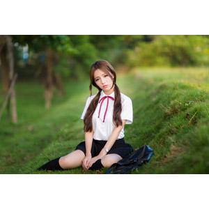 フリー写真, 人物, 女性, アジア人女性, Dora(00078), 中国人, 少女, アジアの少女, 学生(生徒), 高校生, 学生服, 座る(地面), ツインテール