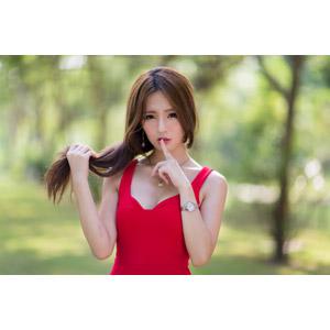 フリー写真, 人物, 女性, アジア人女性, Dora(00078), 中国人, しーっ(静かに), 秘密(内緒), 髪の毛を触る