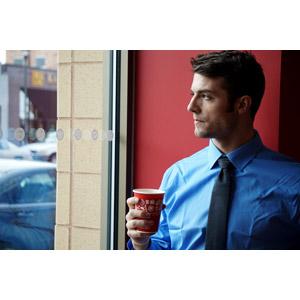フリー写真, 人物, 男性, 外国人男性, 男性(00157), アメリカ人, ビジネス, 仕事, 職業, ビジネスマン, 紙コップ, 休憩, ワイシャツ
