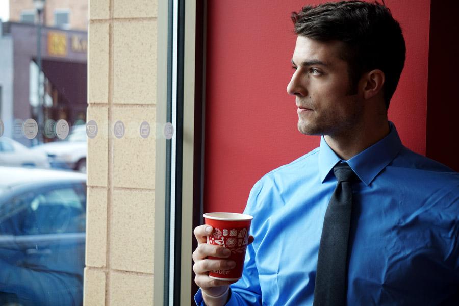 フリー写真 コーヒーブレイク中の外国のビジネスマン