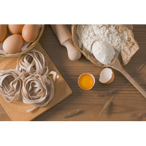 フリー写真, 食べ物(食料), パスタ, 麺類, 調理, 卵(タマゴ), 小麦粉, 小麦(コムギ), 麺棒